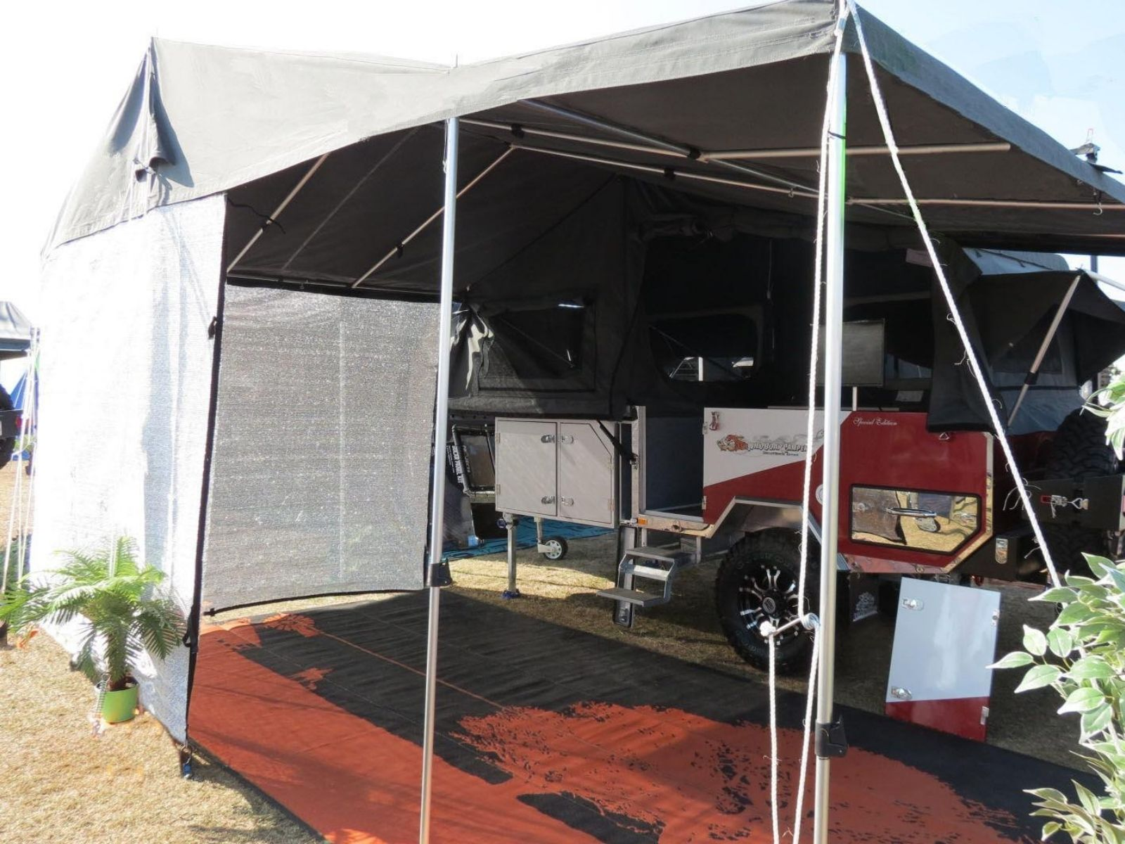 5.2m Shade Wall wrapped around the end of a camper trailer awning to create a shade room