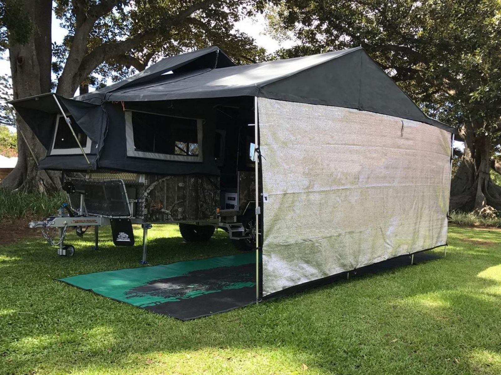 5.6m Cool shade privacy screen for the front of the camper trailer to keep the heat down